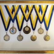 Κορνίζες για μετάλλια παράσημα